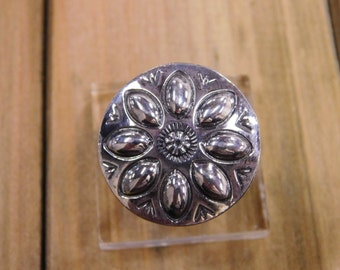 Elegant Sterling Silver Flower Stamped Ring Size 8