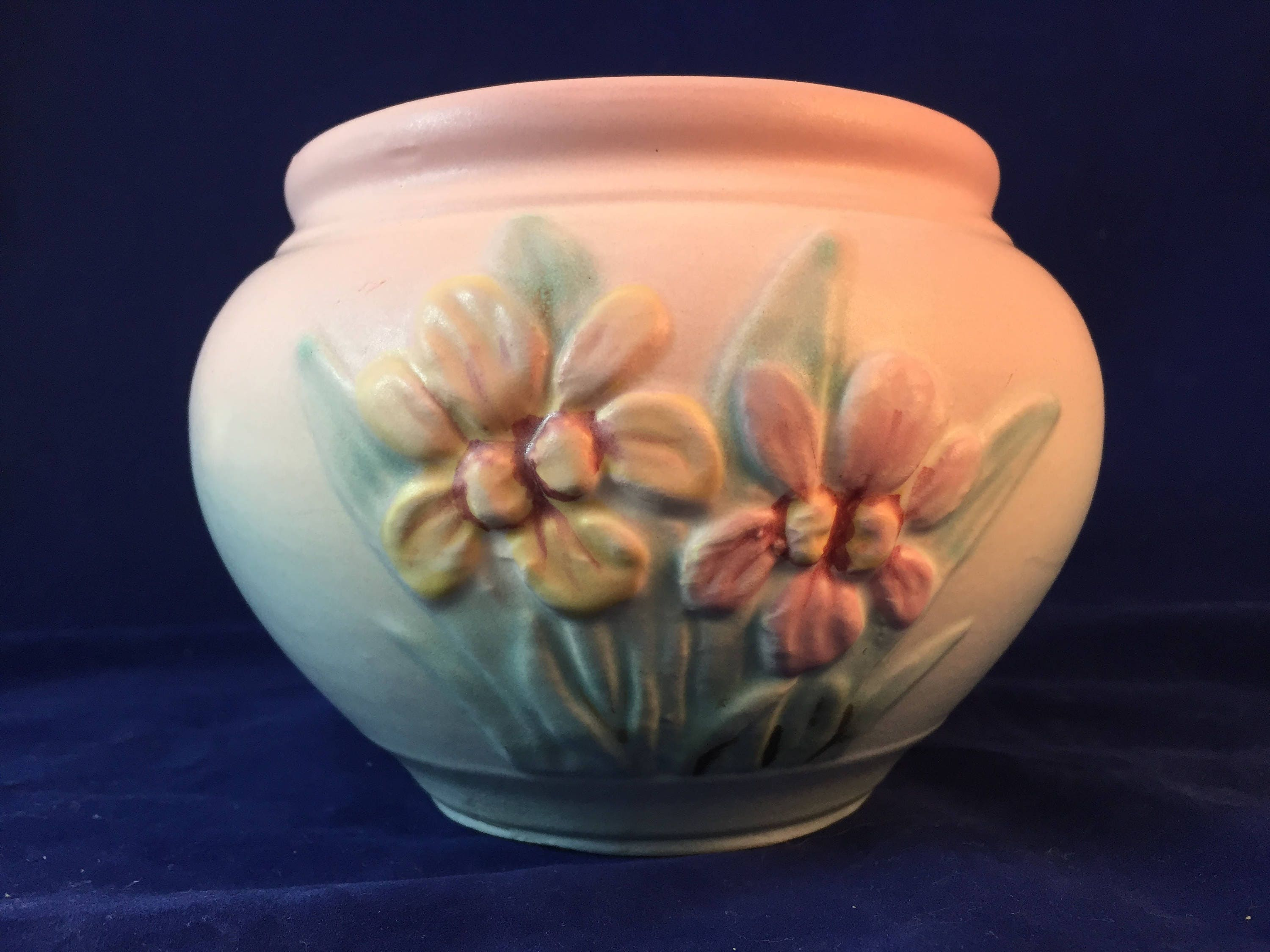 Vintage 1940s jardiniere planter iris hull usa pottery zoom reviewsmspy
