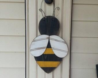 Bumble bee door hanger