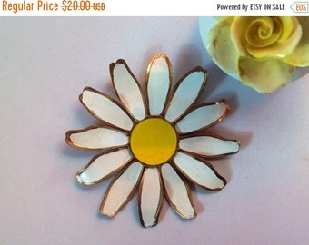Floral Brooch, Daisy Brooch, White Floral Brooch, Flower Brooch, Summer Brooch
