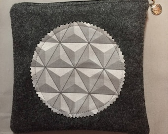 Geodesic zippered bag