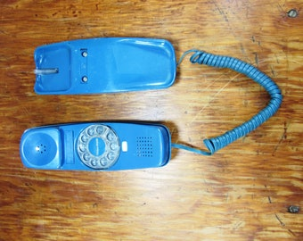 Cool Vintage Blue Rotary Phone!