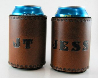 Personalized Leather Can Holder Custom Made to Order Can Cooler Hand Tooled Leather Groomsmen Bridesmaid Gift Beverage Holder Hand Stamped