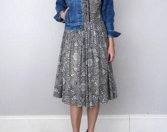 60s dress / black white print cotton fitted waist (l - xl)