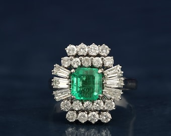 Special reduction! Late Art Deco Colombian emerald and diamond ring