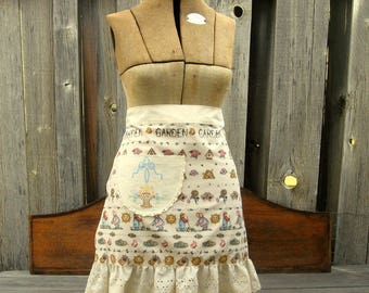 Half Apron with Ruffle and Pocket in Honey Bee Garden Theme