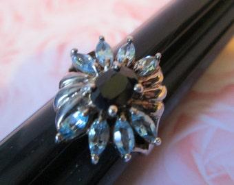 Vintage STERLING SILVER Ring w pale BLUE Flower Design *size 8   (9825)