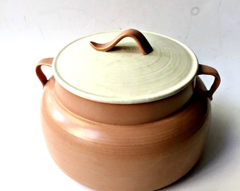 Hoeing of California Pottery Covered Casserole 286. Mid Century Ceramic with Two Tone Coloring.