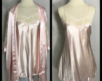 Delicates Pale Pink Satin Chemise Nigjtgown and Robe Trimmed in Lace - Size Small