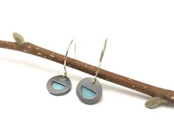 Peekaboo earrings / dot / blue