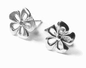 Sterling Silver flower earrings, flower studs, daisy earrings Handmade