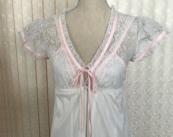 Suzy Star Nightgown - two piece /Over Robe Set, Junior size 7