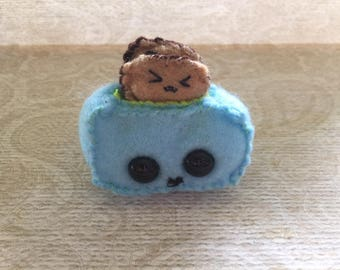 Mini Plushie  - Toaster with 2 removable Toasts