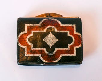 Vintage old leather wallet from the 1920s - Painted black leather folding purse - Art Deco pattern in red and white - Babylon Berlin