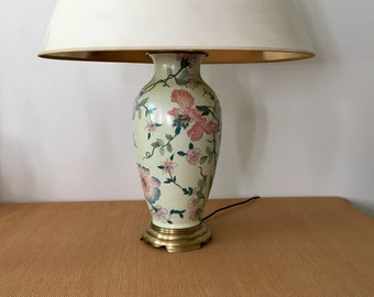 Vintage Handpainted Chinoiserie Style Wildwood Pottery and Brass Table Lamp, Floral Motif