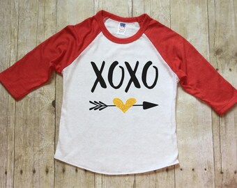 Girls Valentines Day Shirt-Hugs and Kisses Valentine shirt-XOXO-Valentines Day Shirt-Red Valentines Shirt-Glitter-Red Raglan-Made in USA