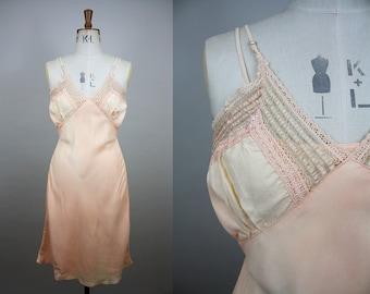 1940s Pink Slip / 40s Rayon Nightgown / Short Nightdress / Lace Bust / Size Small / XXS XS S