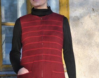 Woolen vest with pockets and zipper