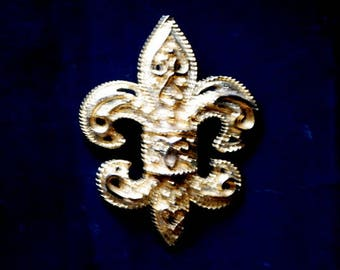 Edwardian vintage 80s, gold tone metal, ornate ,Fleur de Lis brooch- pendant  with cutouts. Made by Mimi Di N.