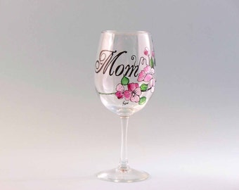 Mother's Day Wine Glass, Hand Painted Mother's Day Wine Glass, Mother's Day Gift, Gift For Mom, Personalized Mom Wine Glass
