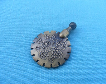 Vintage Impressions Thread Cutter Pendant