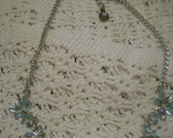 Vintage Necklace. Pearl and Silvertone.