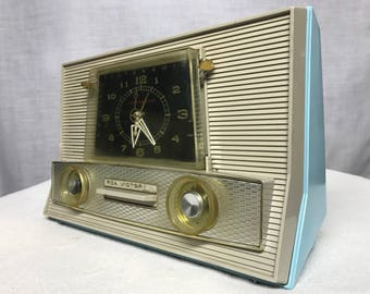 RCA Victor 1RD63 vintage retro tube radio with iphone or bluetooth Input.