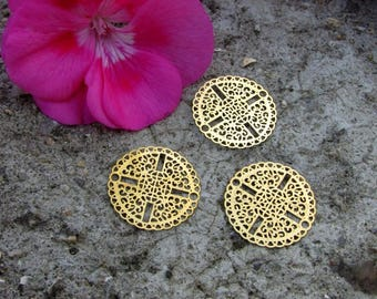 Engraving X 3 round filigree gold tone 20 mm. outsider