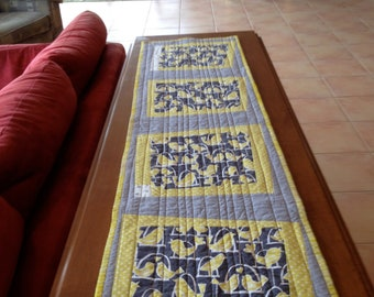 Birds on Perches Table Runner