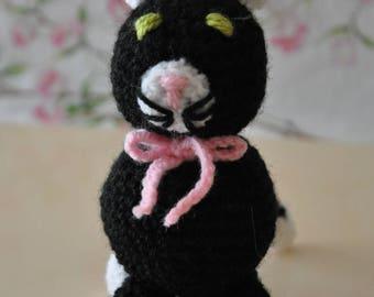 Wool crochet kitten blanket