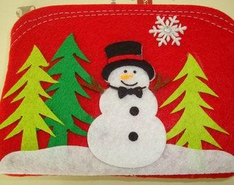 Pochette in felt snowman and green trees