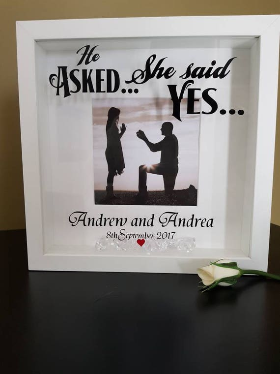Personalizado compromiso marco preguntó que ella dijo que sí