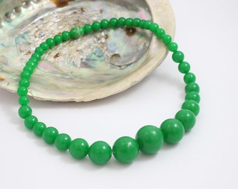 Green Beaded Necklace Short Choker Length 1960s Plastic with Round Graduated Beads