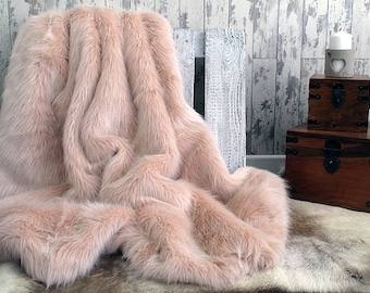 Luxurious Candyfloss Baby Pink Faux Fur Bed Or Sofa Throw With Ivory Faux Suede  Lining