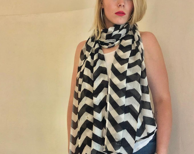 Chevron Pattern Modal Scarf Black & White