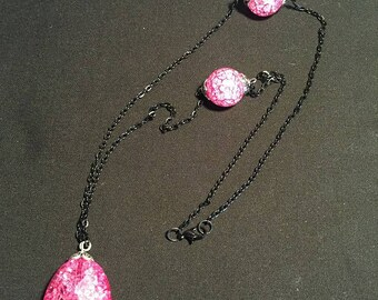 Black Chain and Pink Cracked Marble Beaded Necklace