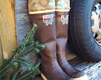 SLUGS Fleece Rain Boot Liners Tan with Tree Buds Cuff, Fall Winter Autumn Fashion, Rustic Farm Chic (Sm/Med 6-8 Boot)