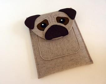iPad mini 1, 2, 3, 4 felt case - Pug in beige and brown felt