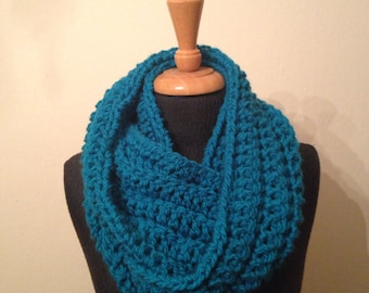 Chunky bright infinity cowl scarf teal blue