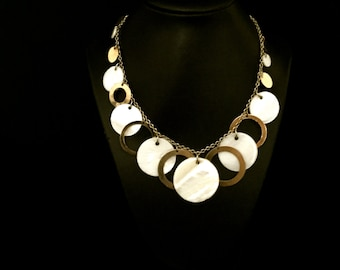 Mother of Pearl and Metal Hoop Necklace        VG2068