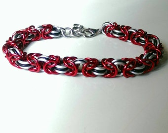 Red black and white byzantine bracelet - Adjustable bracelet for all ages - Elegant jewelry - Date night jewelry - Free Shipping!!