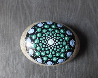 Mandala - hand painted Pebble - Pebble paperweight stone mandala painted with paint drops - ethnic decor