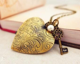 Large Heart Locket Necklace, Secret Message Locket Necklace, Heart Necklace, Skeleton Key Necklace Vintage Photo Locket for Mom Gift for her