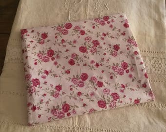 Shabby chic and romantic fabric / coupon 50 X 50 cm / old tapes