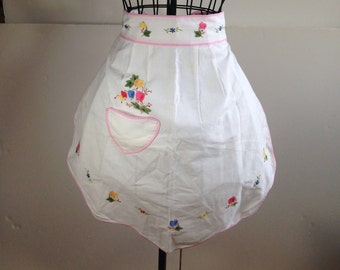 Vintage Half Apron White Embroidered Flowers  (1286)