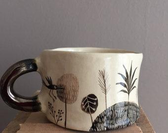 petite tasse en céramique et son anse émaillée bronze