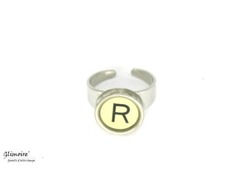 Ring with initial-typewriter Smith and Corona key-letter R art. 67