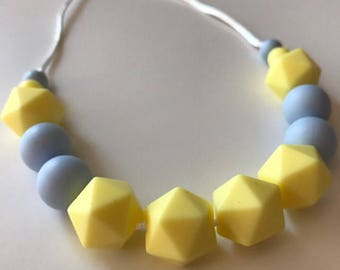Teething necklace, nursing necklace by Stilnati, perfect gift for baby shower