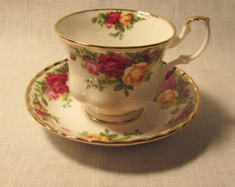 "4 sets Royal Albert ""Old Country Roses"" cup and saucer"
