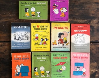 Lot of Ten (10) Vintage Paperback Peanuts Comic Books / Charles Schulz / Charlie Brown / Snoopy / Woodstock / Collection
